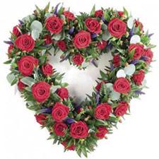 Coroa de flores formato coração para funeral